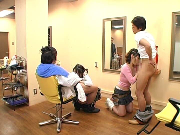 【美容院セックスエロ画像】散髪しにきたら美容師に胸チラ見せつけられてガチセックスwwサービスでフェラや手コキもしてくれた美容院セックスのエロ画像集ww【80枚】 57