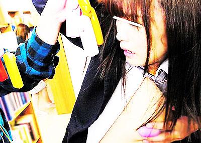 【乳首ローター画像】女子の乳首にローターを貼り付けておっぱい調教したり、ローターを乳首に当ててチクニーしてる変態女子たちの乳首ローターのエロ画像集!ww【80枚】