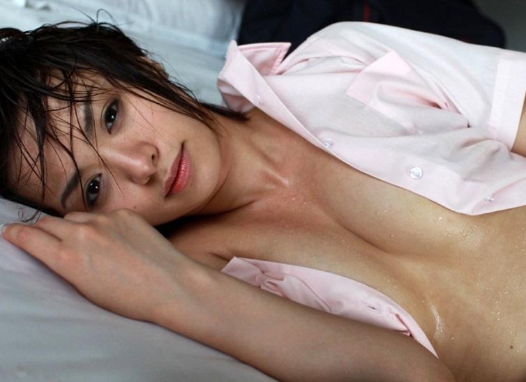 【濡れ髪ヌード画像】おっぱいもおまんこも露出してるお姉さんの髪が濡れてたら何倍もエロく感じる濡れ髪ヌードのエロ画像集!ww【80枚】 12