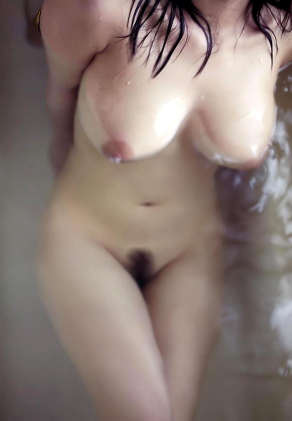 【濡れ髪ヌード画像】おっぱいもおまんこも露出してるお姉さんの髪が濡れてたら何倍もエロく感じる濡れ髪ヌードのエロ画像集!ww【80枚】 20