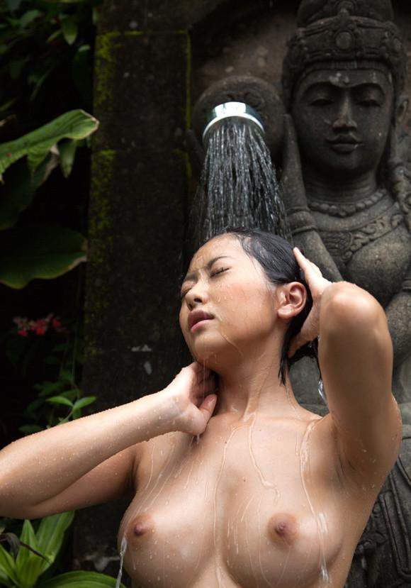 【濡れ髪ヌード画像】おっぱいもおまんこも露出してるお姉さんの髪が濡れてたら何倍もエロく感じる濡れ髪ヌードのエロ画像集!ww【80枚】 37