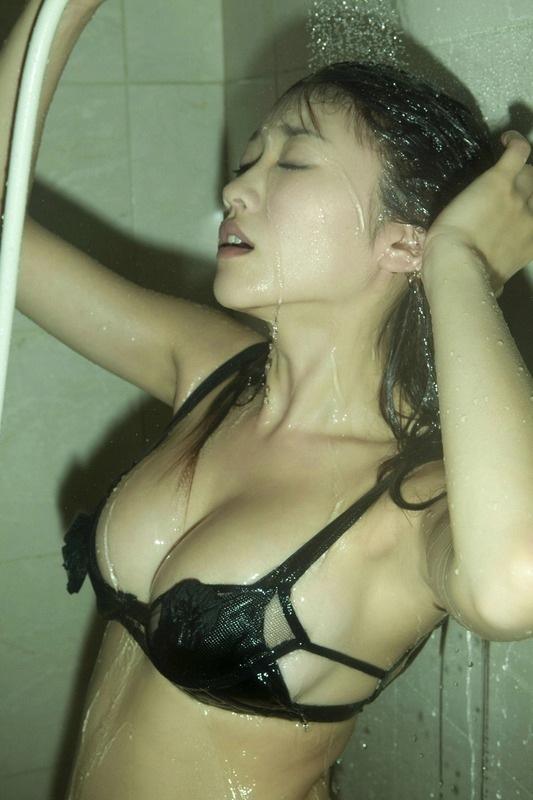【濡れ髪ヌード画像】おっぱいもおまんこも露出してるお姉さんの髪が濡れてたら何倍もエロく感じる濡れ髪ヌードのエロ画像集!ww【80枚】 41