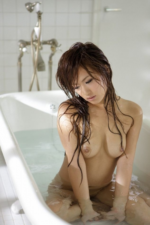 【濡れ髪ヌード画像】おっぱいもおまんこも露出してるお姉さんの髪が濡れてたら何倍もエロく感じる濡れ髪ヌードのエロ画像集!ww【80枚】 60