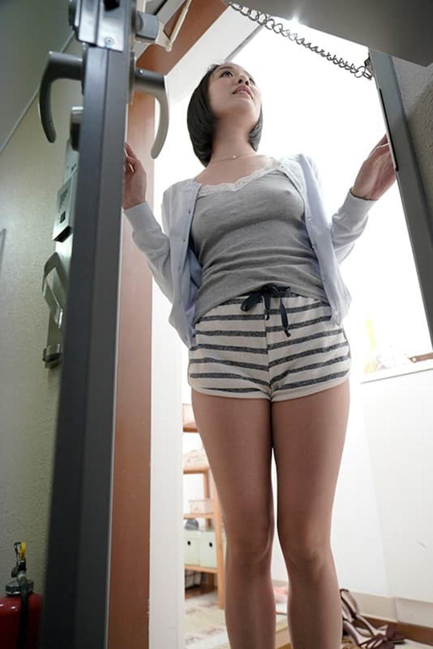 【玄関ファックエロ画像】人妻や痴女たちが部屋まで我慢できず玄関で巨根をフェラして立ちバック挿入してる玄関ファックのエロ画像集!ww【80枚】 74