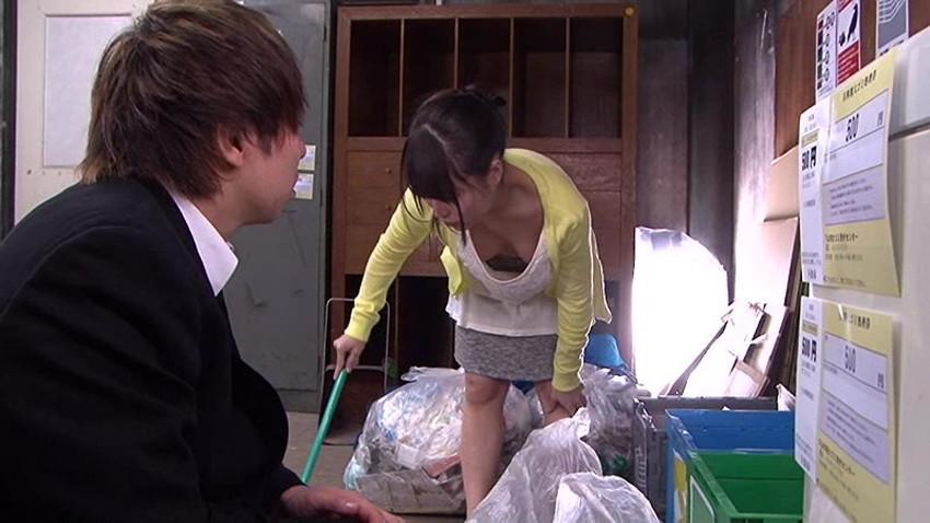 【ゴミ出し奥さんエロ画像】近所の美人妻がノーブラで胸チラさせてゴミ出ししてたのでその場で寝取ったゴミ出し奥さんのエロ画像集ww【80枚】 17