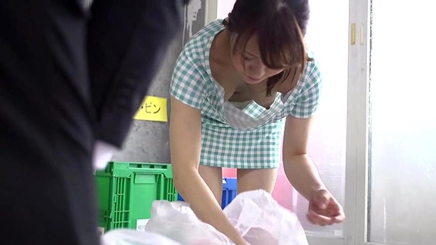 【ゴミ出し奥さんエロ画像】近所の美人妻がノーブラで胸チラさせてゴミ出ししてたのでその場で寝取ったゴミ出し奥さんのエロ画像集ww【80枚】 28