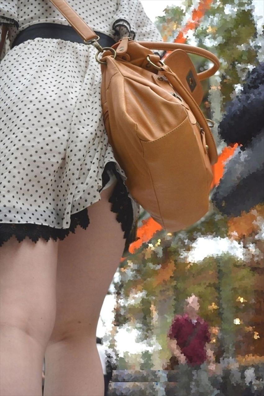 【巻き込みスカートエロ画像】制服JKやミニスカ女子達がトイレ後パンティーやバッグにスカート巻き込んで素人パンティー丸見え状態な巻き込みスカートのエロ画像集ww【80枚】 30