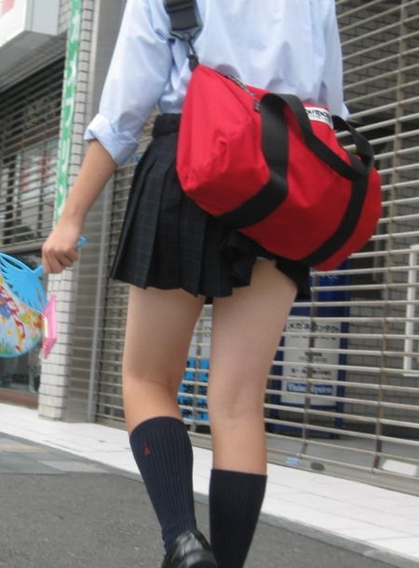 【巻き込みスカートエロ画像】制服JKやミニスカ女子達がトイレ後パンティーやバッグにスカート巻き込んで素人パンティー丸見え状態な巻き込みスカートのエロ画像集ww【80枚】 38