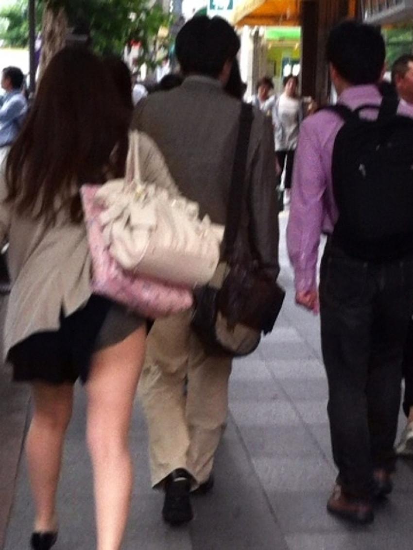 【巻き込みスカートエロ画像】制服JKやミニスカ女子達がトイレ後パンティーやバッグにスカート巻き込んで素人パンティー丸見え状態な巻き込みスカートのエロ画像集ww【80枚】 46