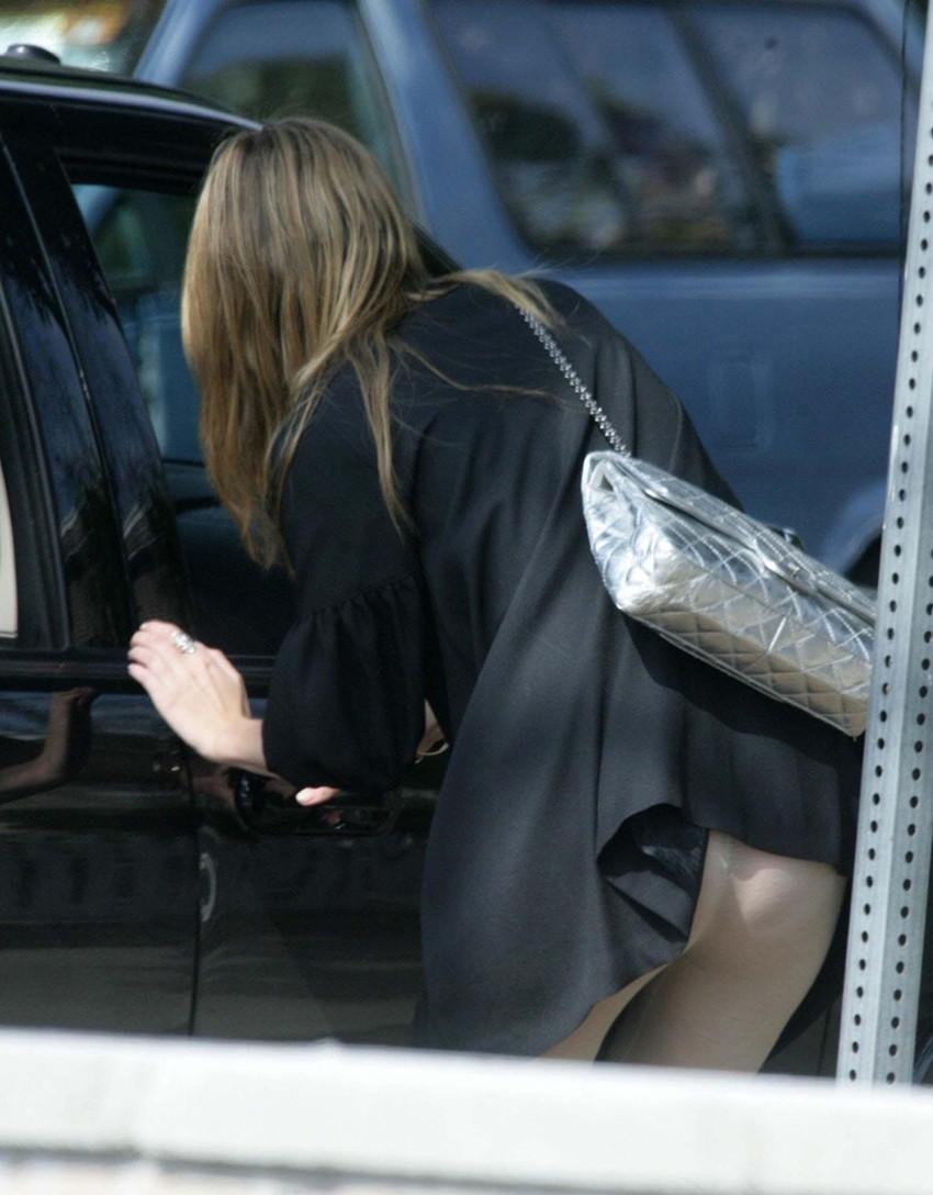 【巻き込みスカートエロ画像】制服JKやミニスカ女子達がトイレ後パンティーやバッグにスカート巻き込んで素人パンティー丸見え状態な巻き込みスカートのエロ画像集ww【80枚】 60