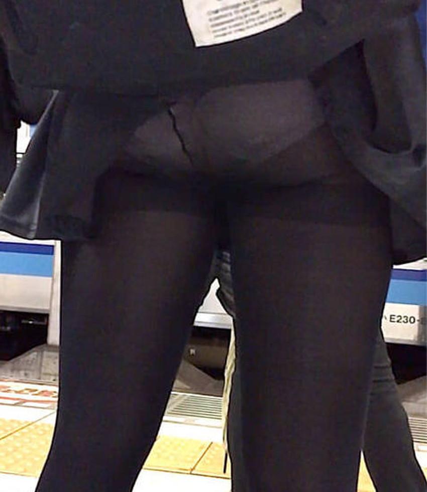 【巻き込みスカートエロ画像】制服JKやミニスカ女子達がトイレ後パンティーやバッグにスカート巻き込んで素人パンティー丸見え状態な巻き込みスカートのエロ画像集ww【80枚】 62