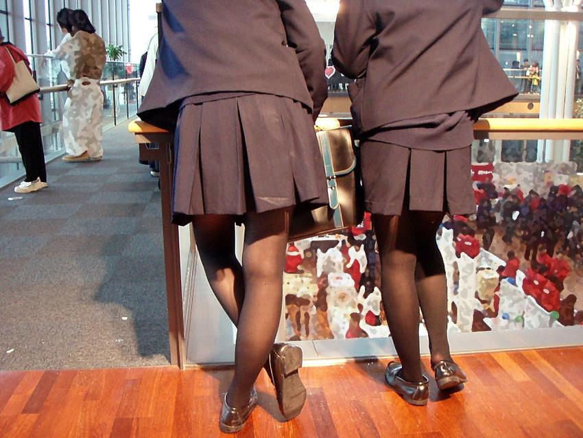【パンストJKエロ画像】冬服を着た制服JKたちの黒パンストにちんぽを擦りつけて足コキさせたくなるパンストJKのエロ画像集!ww【80枚】 02