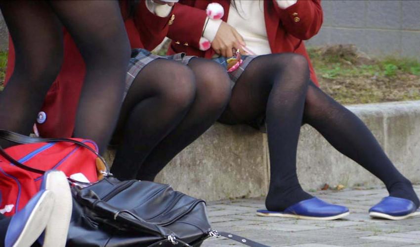 【パンストJKエロ画像】冬服を着た制服JKたちの黒パンストにちんぽを擦りつけて足コキさせたくなるパンストJKのエロ画像集!ww【80枚】 16