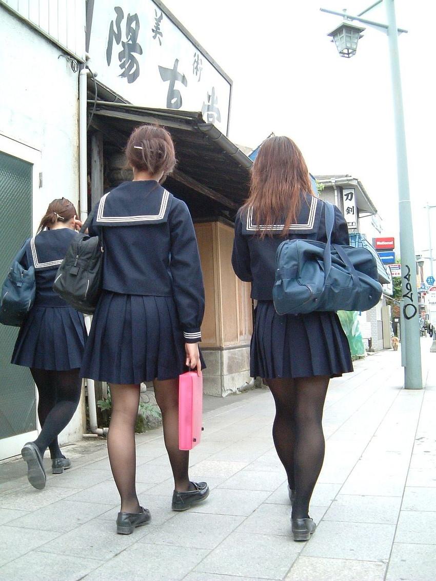 【パンストJKエロ画像】冬服を着た制服JKたちの黒パンストにちんぽを擦りつけて足コキさせたくなるパンストJKのエロ画像集!ww【80枚】 28