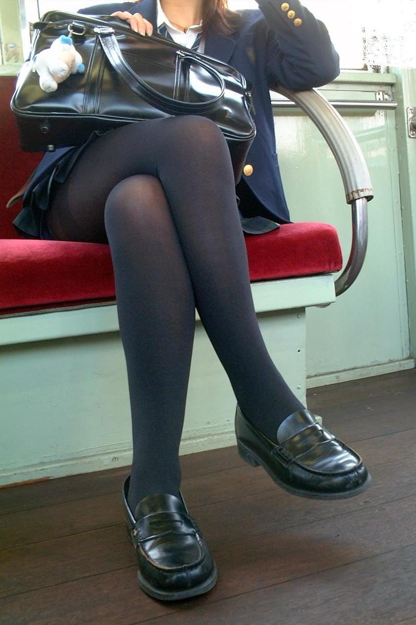 【パンストJKエロ画像】冬服を着た制服JKたちの黒パンストにちんぽを擦りつけて足コキさせたくなるパンストJKのエロ画像集!ww【80枚】 44