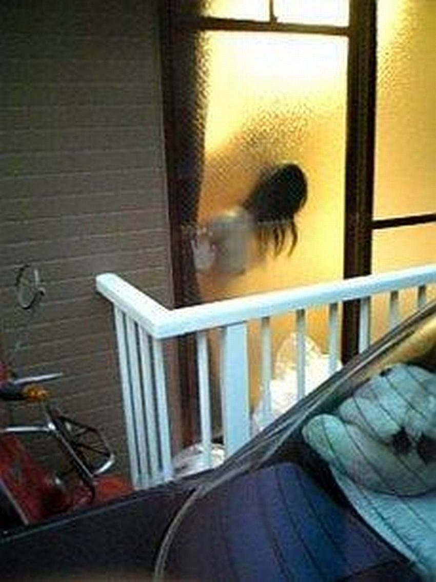 【窓際セックスエロ画像】人にセックスを見られたい変態カップルたちがホテルや自宅の窓際でフェラやガチハメしてる窓際セックスのエロ画像集!ww【80枚】 65