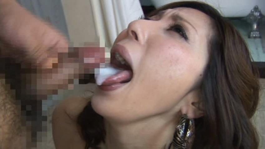 【舌上射精エロ画像】美女のぷっくりした舌にフェラや手コキで濃ゆいザーメンを射精したった舌上射精のエロ画像集!ww【80枚】 37