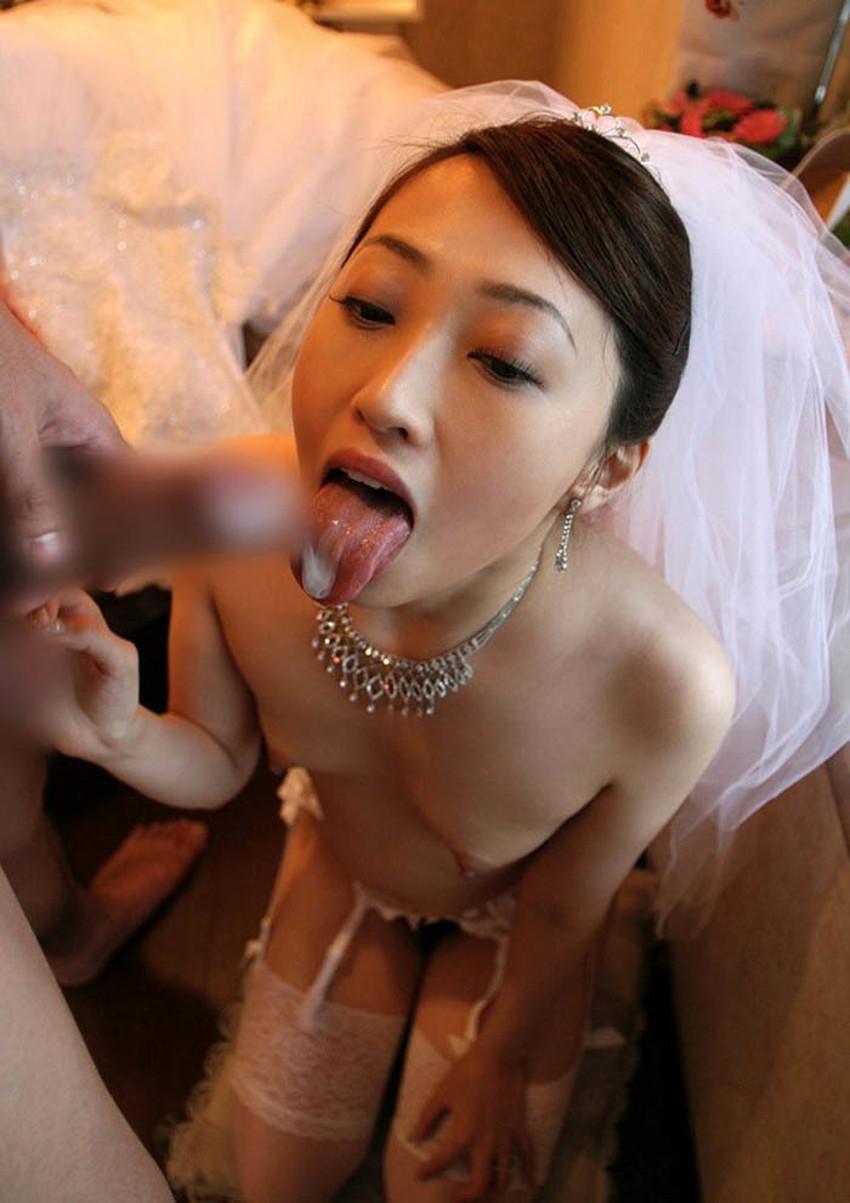 【舌上射精エロ画像】美女のぷっくりした舌にフェラや手コキで濃ゆいザーメンを射精したった舌上射精のエロ画像集!ww【80枚】 56
