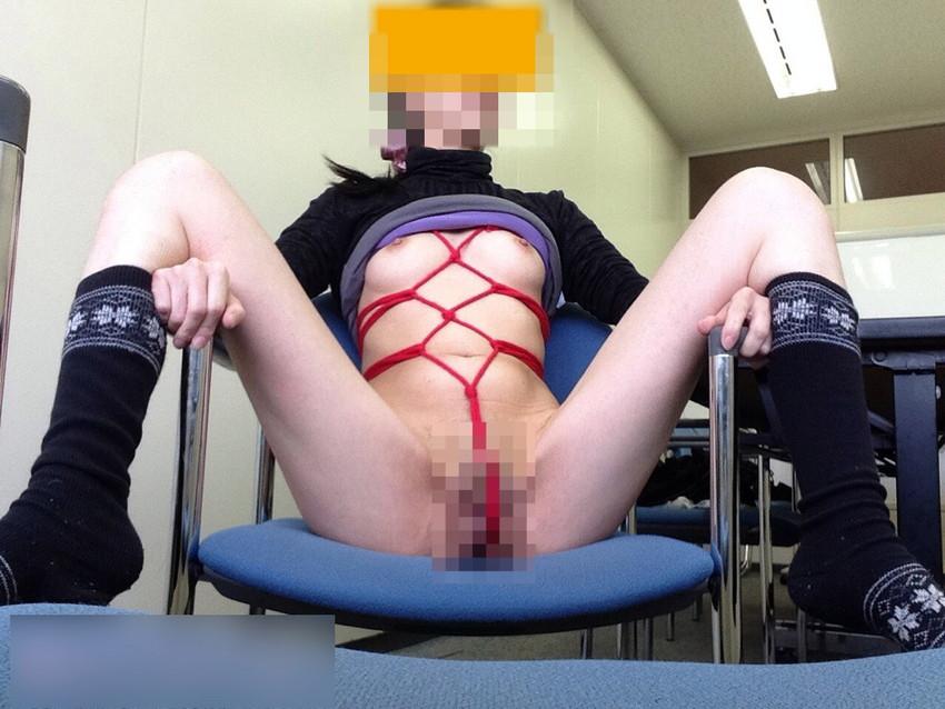 【椅子の上セックスエロ画像】ベッドよりも椅子の上でアクロバティックな体位のセックスしたいww対面座位で乳首吸わせて背面座位で腰振りしてる椅子の上セックスのエロ画像集!ww【80枚】 02