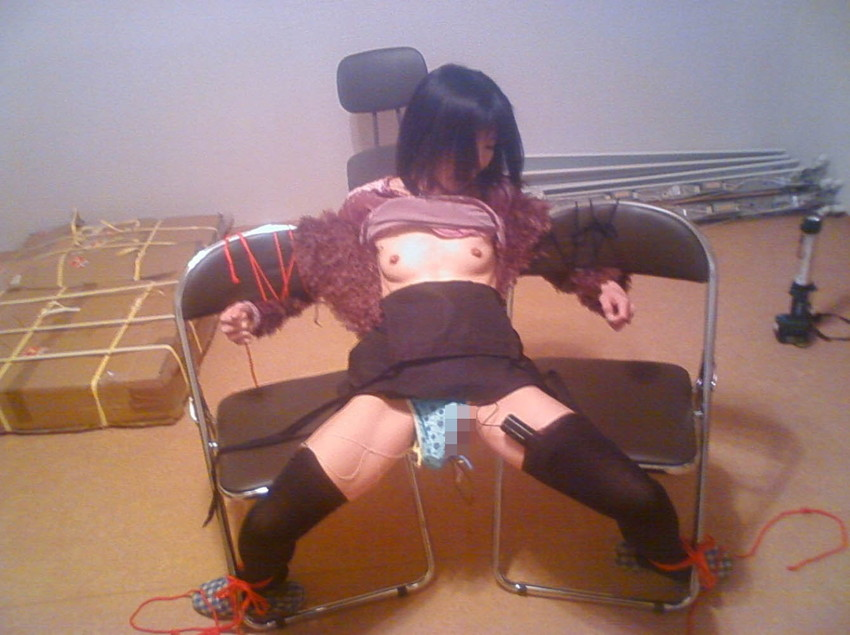 【椅子の上セックスエロ画像】ベッドよりも椅子の上でアクロバティックな体位のセックスしたいww対面座位で乳首吸わせて背面座位で腰振りしてる椅子の上セックスのエロ画像集!ww【80枚】 45