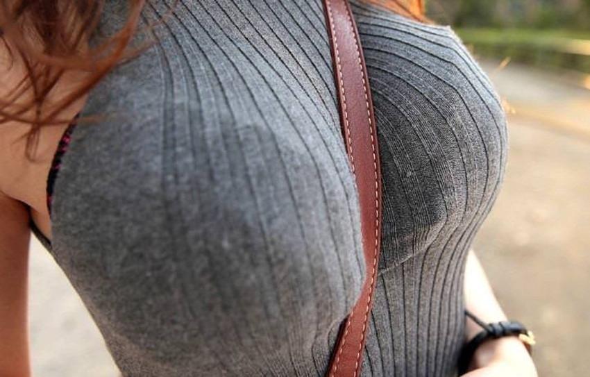 【ニット乳エロ画像】セーターやタートルネックが爆乳ではちきれそうなデカパイ女子達のニット乳のエロ画像集!ww【80枚】 08