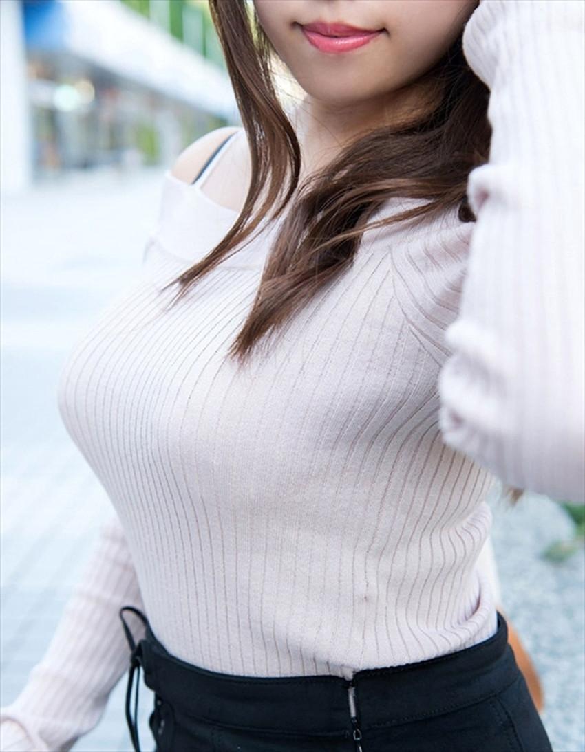 【ニット乳エロ画像】セーターやタートルネックが爆乳ではちきれそうなデカパイ女子達のニット乳のエロ画像集!ww【80枚】 32