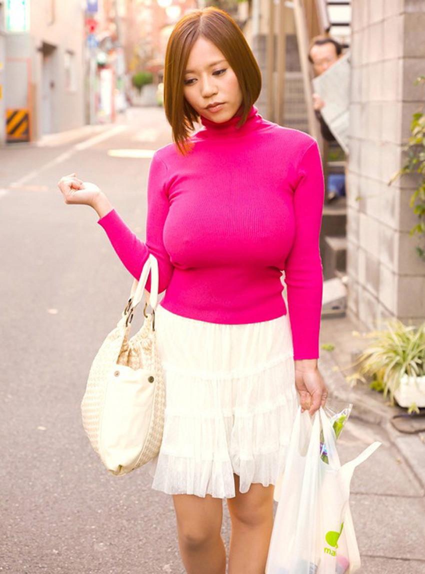 【ニット乳エロ画像】セーターやタートルネックが爆乳ではちきれそうなデカパイ女子達のニット乳のエロ画像集!ww【80枚】 48