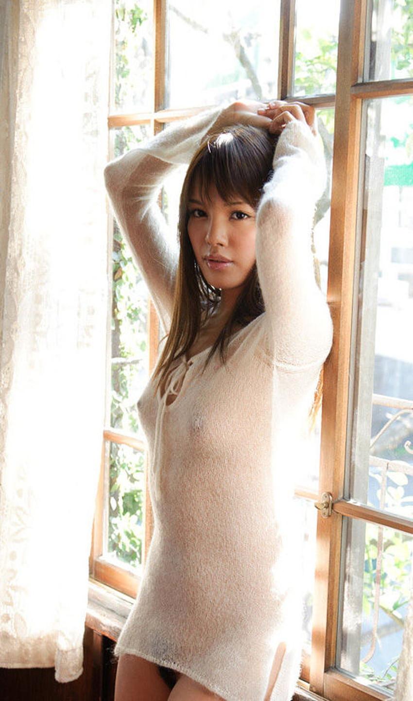 【ニット乳エロ画像】セーターやタートルネックが爆乳ではちきれそうなデカパイ女子達のニット乳のエロ画像集!ww【80枚】 64