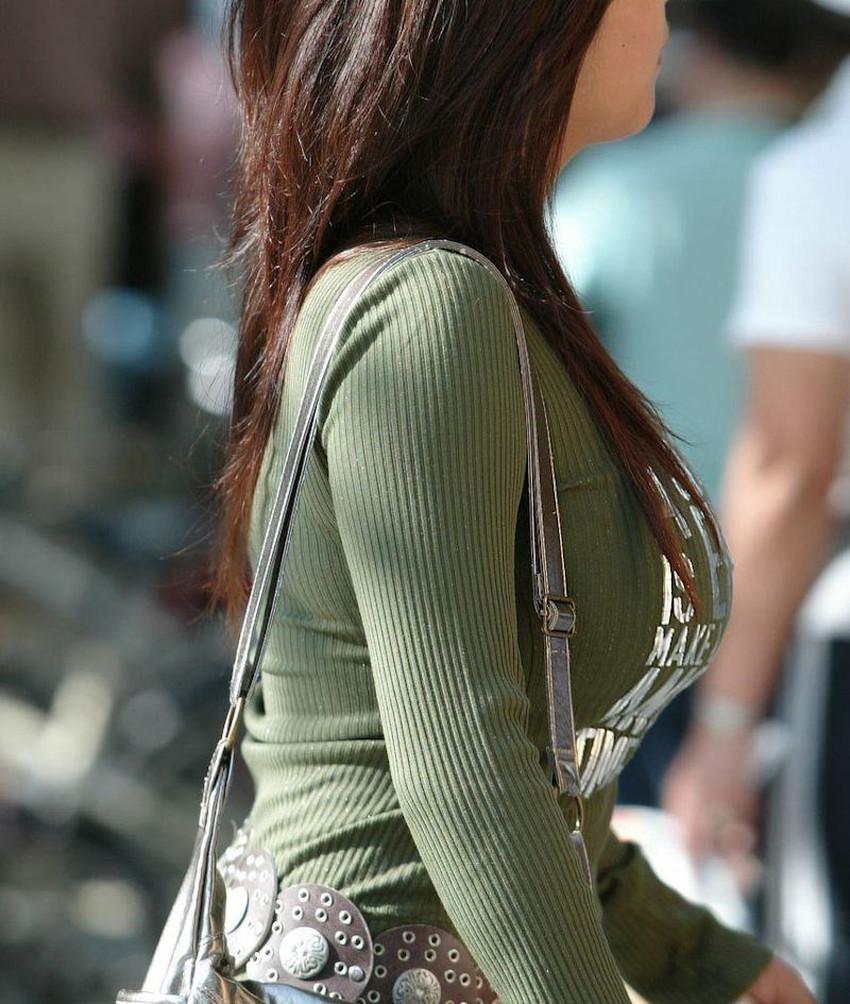 【ニット乳エロ画像】セーターやタートルネックが爆乳ではちきれそうなデカパイ女子達のニット乳のエロ画像集!ww【80枚】 79