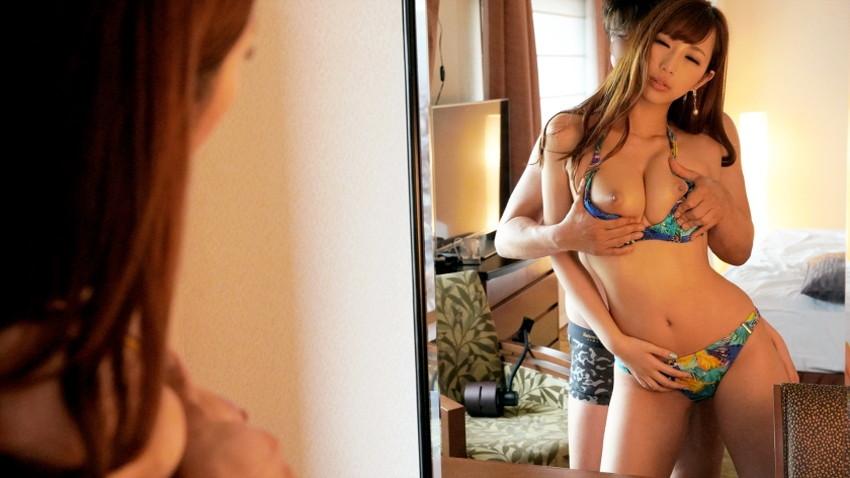 【水着セックスエロ画像】ビーチやプールで美女の水着姿に興奮してそのまま乳首弄ってビキニずらしてガチハメしちゃった水着セックスのエロ画像集!ww【80枚】 02