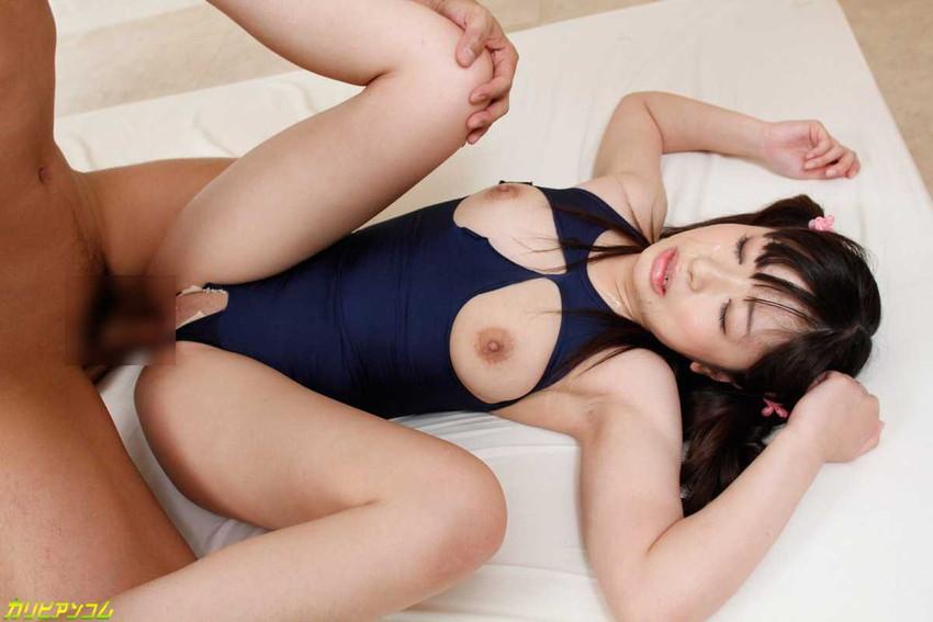 【水着セックスエロ画像】ビーチやプールで美女の水着姿に興奮してそのまま乳首弄ってビキニずらしてガチハメしちゃった水着セックスのエロ画像集!ww【80枚】 32