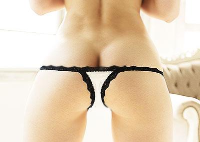 【ヒップハンガーショーツエロ画像】ローライズ過ぎてお尻の割れ目が見えてるロー活女子御用達のヒップハンガーショーツのエロ画像集!ww【80枚】