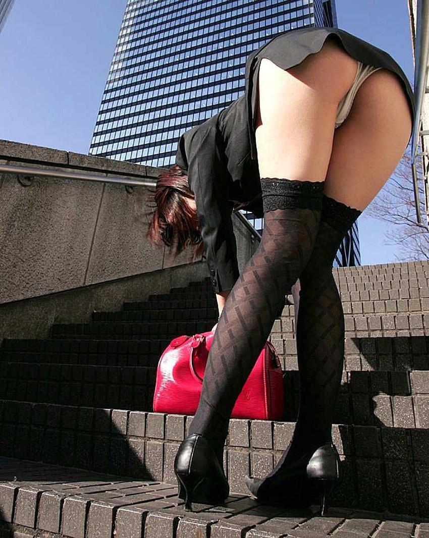 【黒ニーソエロ画像】ナマの足コキよりも気持ちいいと言われる黒いニーハイソックスで小悪魔娘がご奉仕してくれてる黒ニーソのエロ画像集!ww【80枚】 28