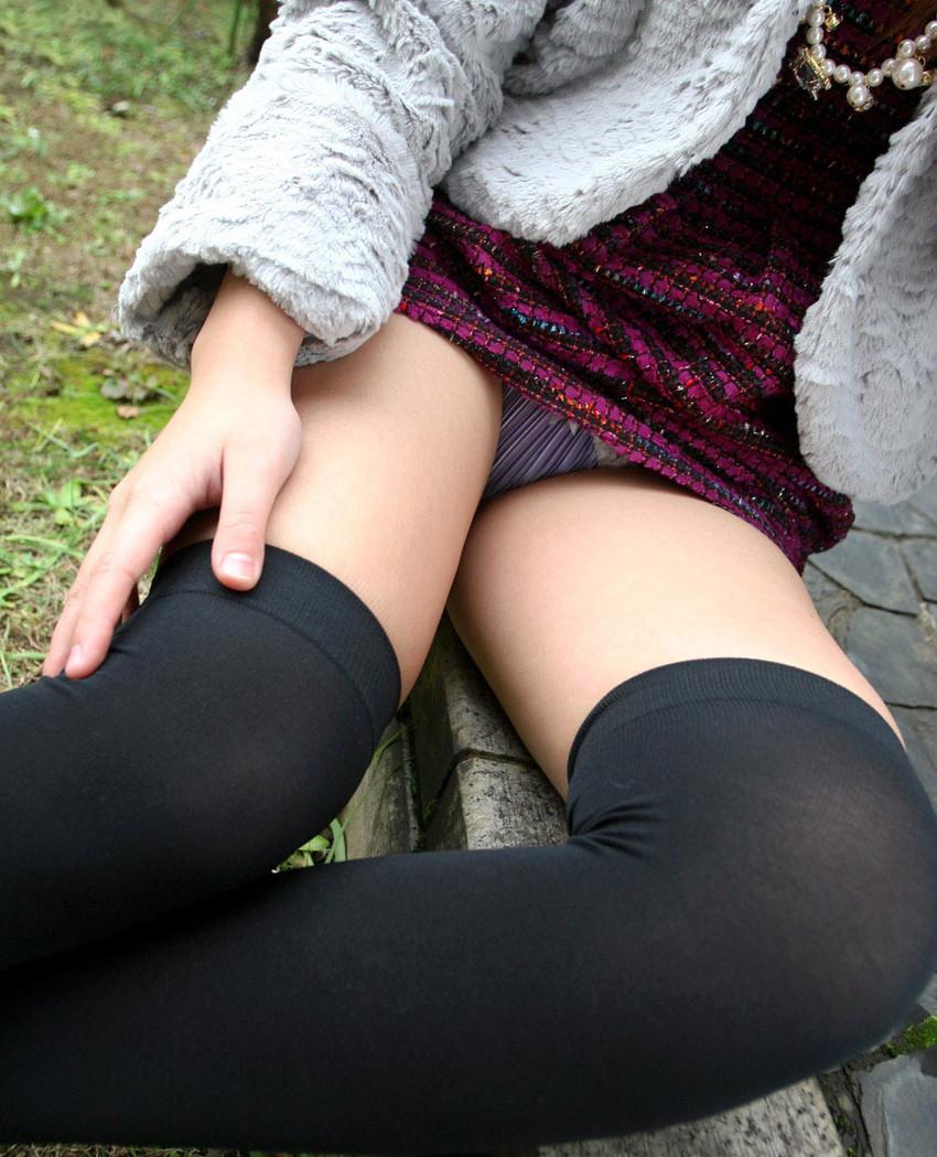 【黒ニーソエロ画像】ナマの足コキよりも気持ちいいと言われる黒いニーハイソックスで小悪魔娘がご奉仕してくれてる黒ニーソのエロ画像集!ww【80枚】 52