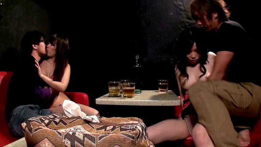 【カップル喫茶エロ画像】カップルや夫婦が他人にセックスを見せつけ乱交やスワッピングしちゃうカップル喫茶のエロ画像集!ww【80枚】 17