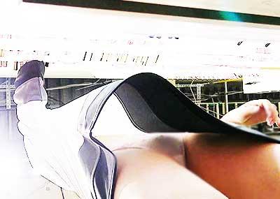 【ローアングルパンチラエロ画像】素人娘のパンティーを階段や店内だけでなく電車内でも下から盗撮したったローアングルパンチラのエロ画像集!ww【80枚】