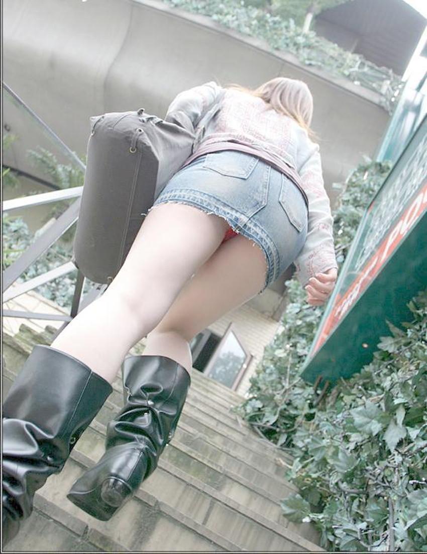 【ローアングルパンチラエロ画像】素人娘のパンティーを階段や店内だけでなく電車内でも下から盗撮したったローアングルパンチラのエロ画像集!ww【80枚】 14