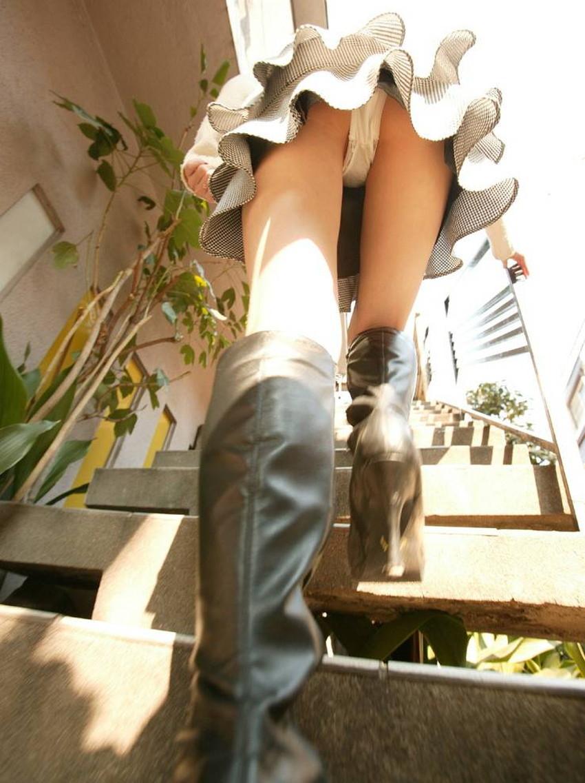 【ローアングルパンチラエロ画像】素人娘のパンティーを階段や店内だけでなく電車内でも下から盗撮したったローアングルパンチラのエロ画像集!ww【80枚】 38