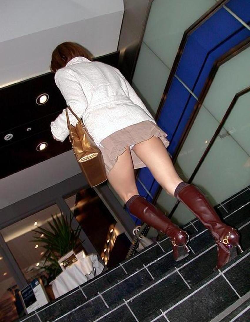 【ローアングルパンチラエロ画像】素人娘のパンティーを階段や店内だけでなく電車内でも下から盗撮したったローアングルパンチラのエロ画像集!ww【80枚】 47