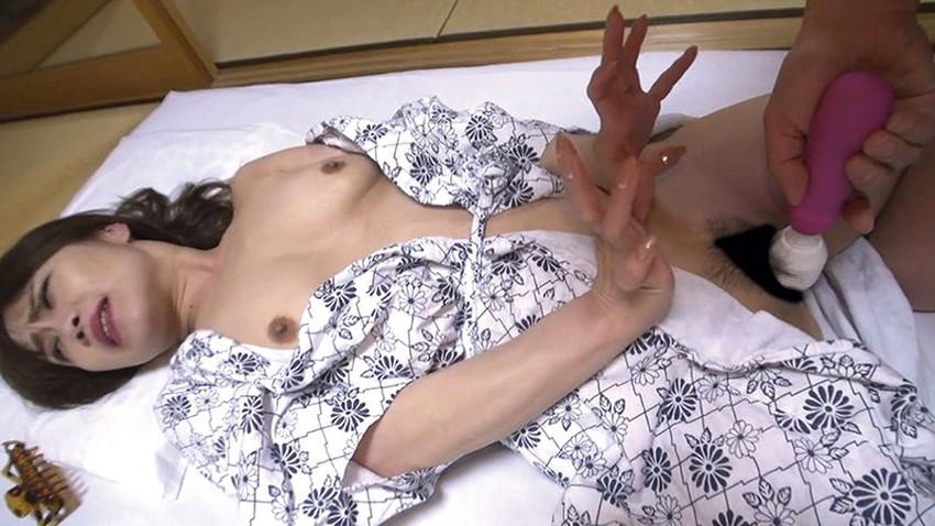 【浴衣セックスエロ画像】夏祭りで浴衣の美少女にフェラさせて、不倫旅行の温泉で浴衣の人妻と浮気してる浴衣セックスのエロ画像集!ww【80枚】 25
