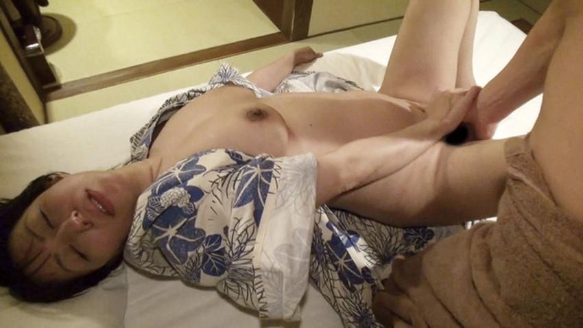 【浴衣セックスエロ画像】夏祭りで浴衣の美少女にフェラさせて、不倫旅行の温泉で浴衣の人妻と浮気してる浴衣セックスのエロ画像集!ww【80枚】 41