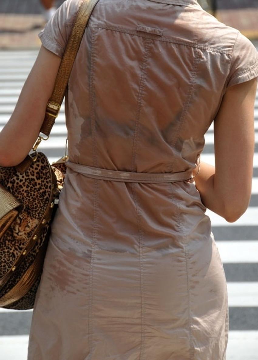 【汗染みエロ画像】清楚なお姉さんたちの脇汗の汗染みや汗でノーブラ乳首が濡れ透けになってる汗染みのエロ画像集!ww【80枚】 36
