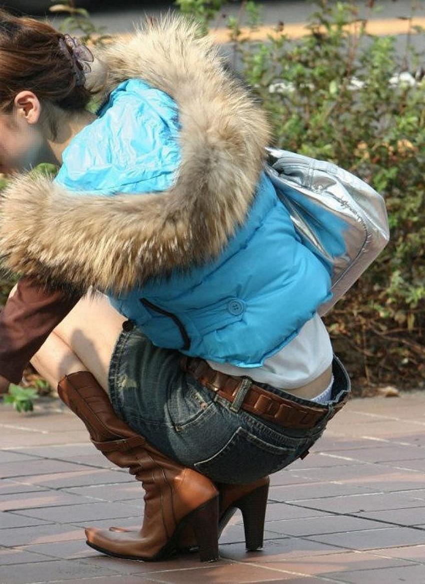 【腰パンチラエロ画像】しゃがんだ素人娘の背中からパンティーやTバック、尻のワレメやパンツのタグが丸見え状態になってる腰パンチラのエロ画像集ww【80枚】 21