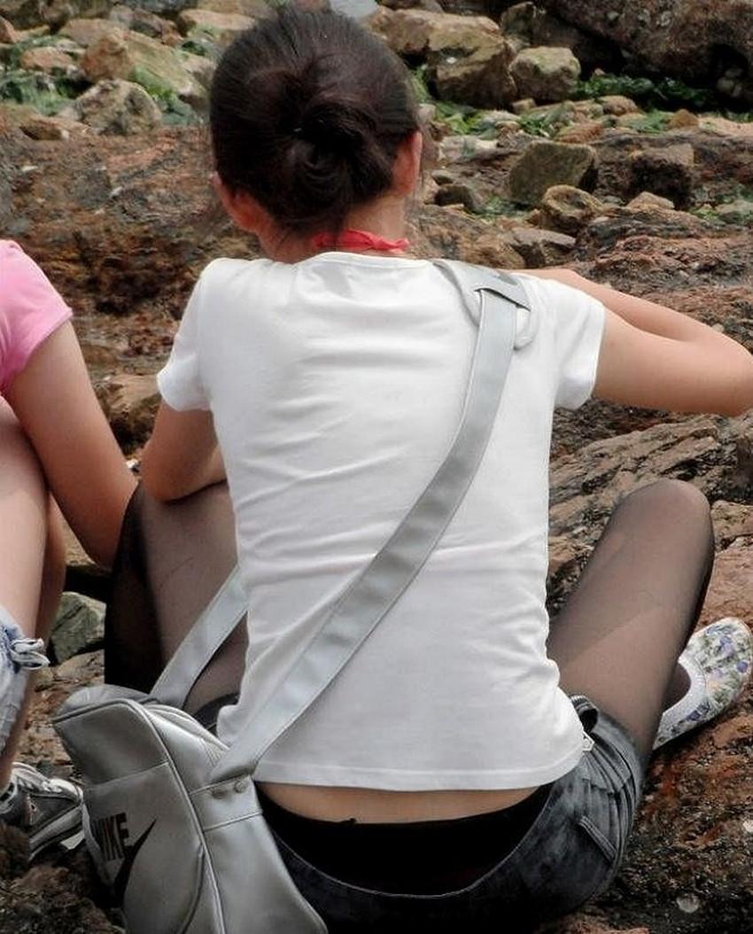 【腰パンチラエロ画像】しゃがんだ素人娘の背中からパンティーやTバック、尻のワレメやパンツのタグが丸見え状態になってる腰パンチラのエロ画像集ww【80枚】 78