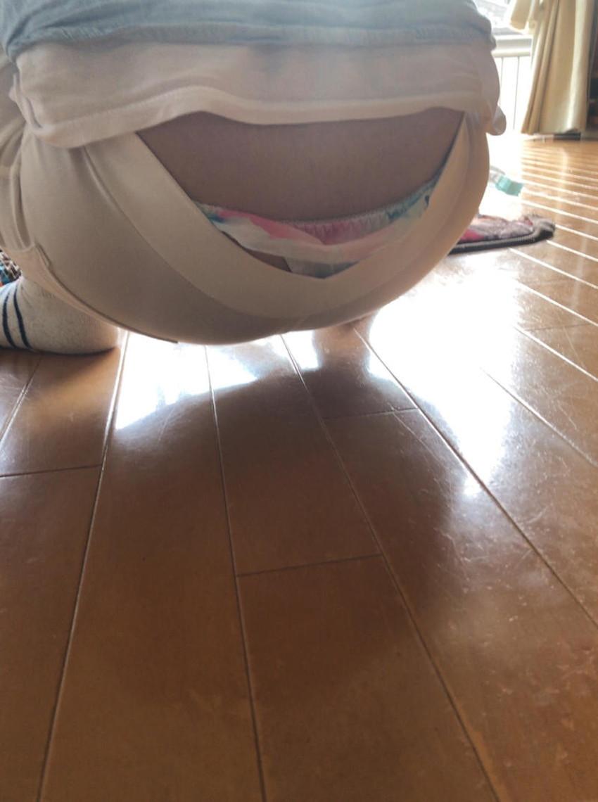 【腰パンチラエロ画像】しゃがんだ素人娘の背中からパンティーやTバック、尻のワレメやパンツのタグが丸見え状態になってる腰パンチラのエロ画像集ww【80枚】 79