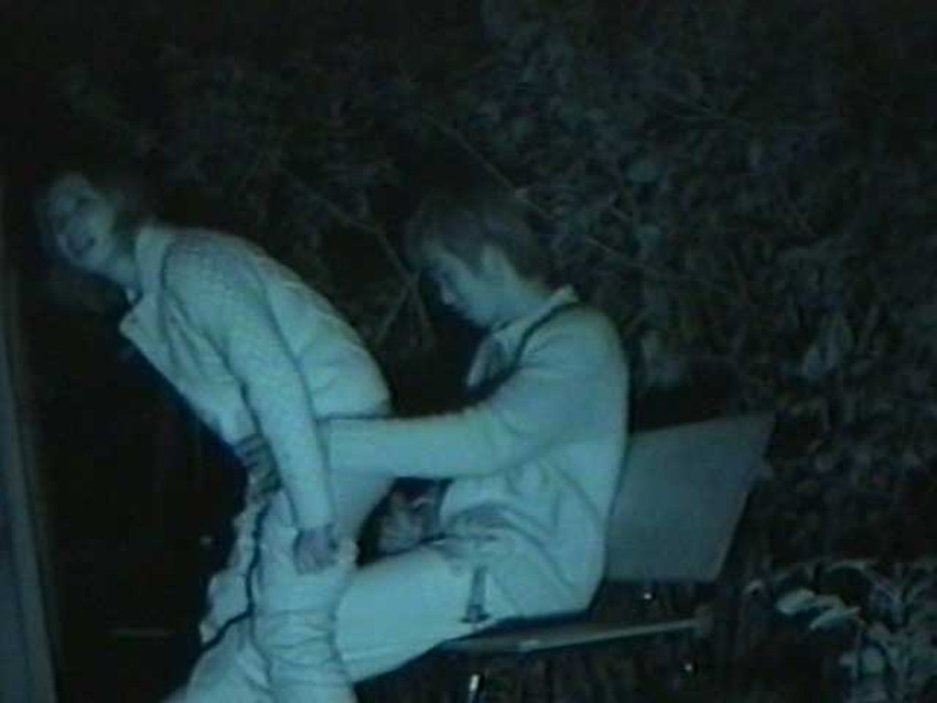 【公園セックスエロ画像】制服JKが真っ昼間っから公園の木陰でイチャラブセックスしてたり泥酔OLが深夜の公園でガチハメしてるところを盗撮した公園セックスのエロ画像集!ww【80枚】 12
