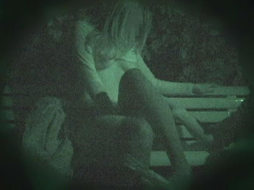 【公園セックスエロ画像】制服JKが真っ昼間っから公園の木陰でイチャラブセックスしてたり泥酔OLが深夜の公園でガチハメしてるところを盗撮した公園セックスのエロ画像集!ww【80枚】 70