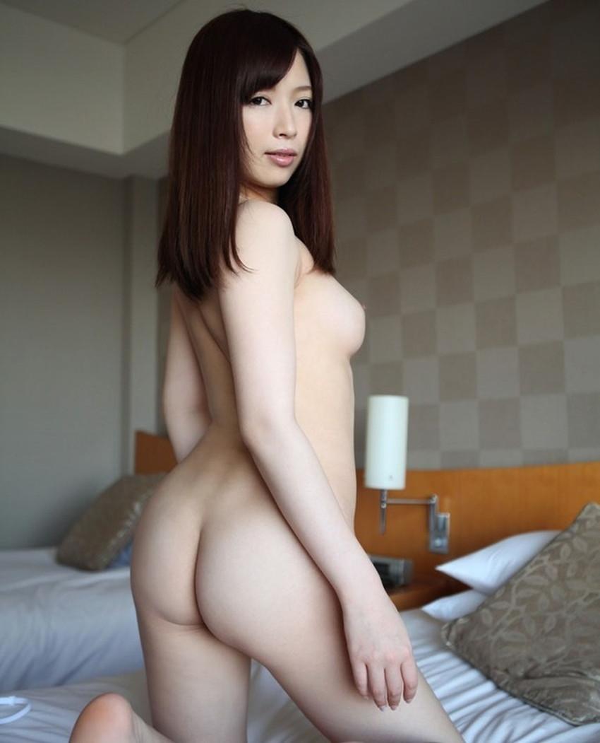 【振り向きヌードエロ画像】美女たちが全裸やセミヌードで振り向きざまに美尻や横乳を見せつけてくれる振り向きヌードのエロ画像集!ww【80枚】 59