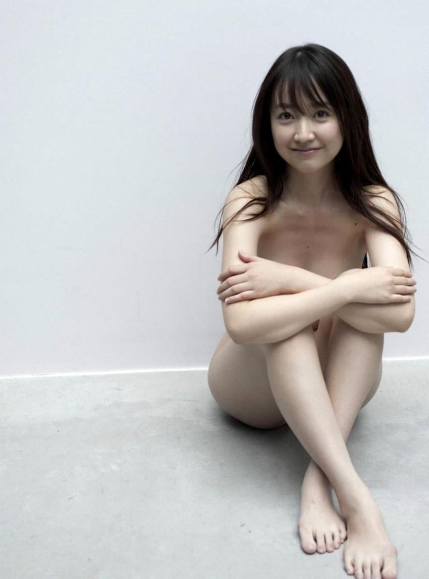 【体育座りヌードエロ画像】美少女たちが体育座りヌードでロリな美乳や股間からマンチラさせてくれてる体育座りヌードのエロ画像集!ww【80枚】 15