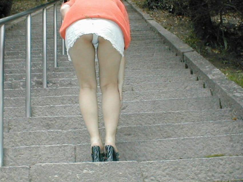 【ミニスカパンチラエロ画像】美尻で美脚なタイトミニのギャルが立ちバックやM字開脚でパンティー見せて誘惑してくれてるミニスカパンチラのエロ画像集wwww【80枚】 09